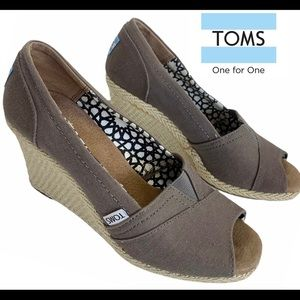 TOMS Taupe peep toe wedge espadrilles size 7.5